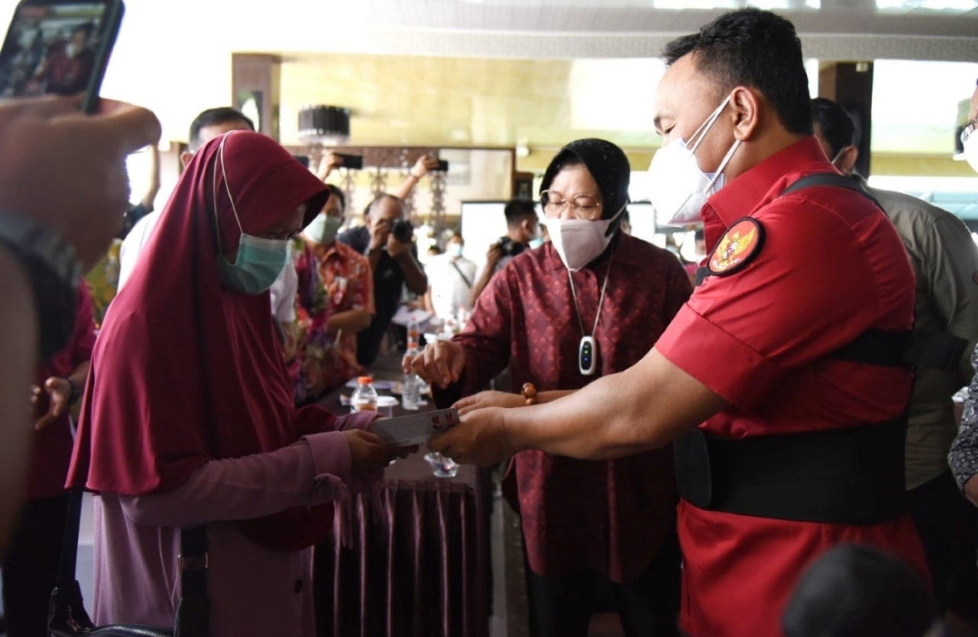 Gubernur Sugianto Sabran Bersama Wagub Edy Pratowo Dampingi Mensos Tri Rismaharini Hadiri Pertemuan Pemadanan Data Bantuan PKH dan BPNT