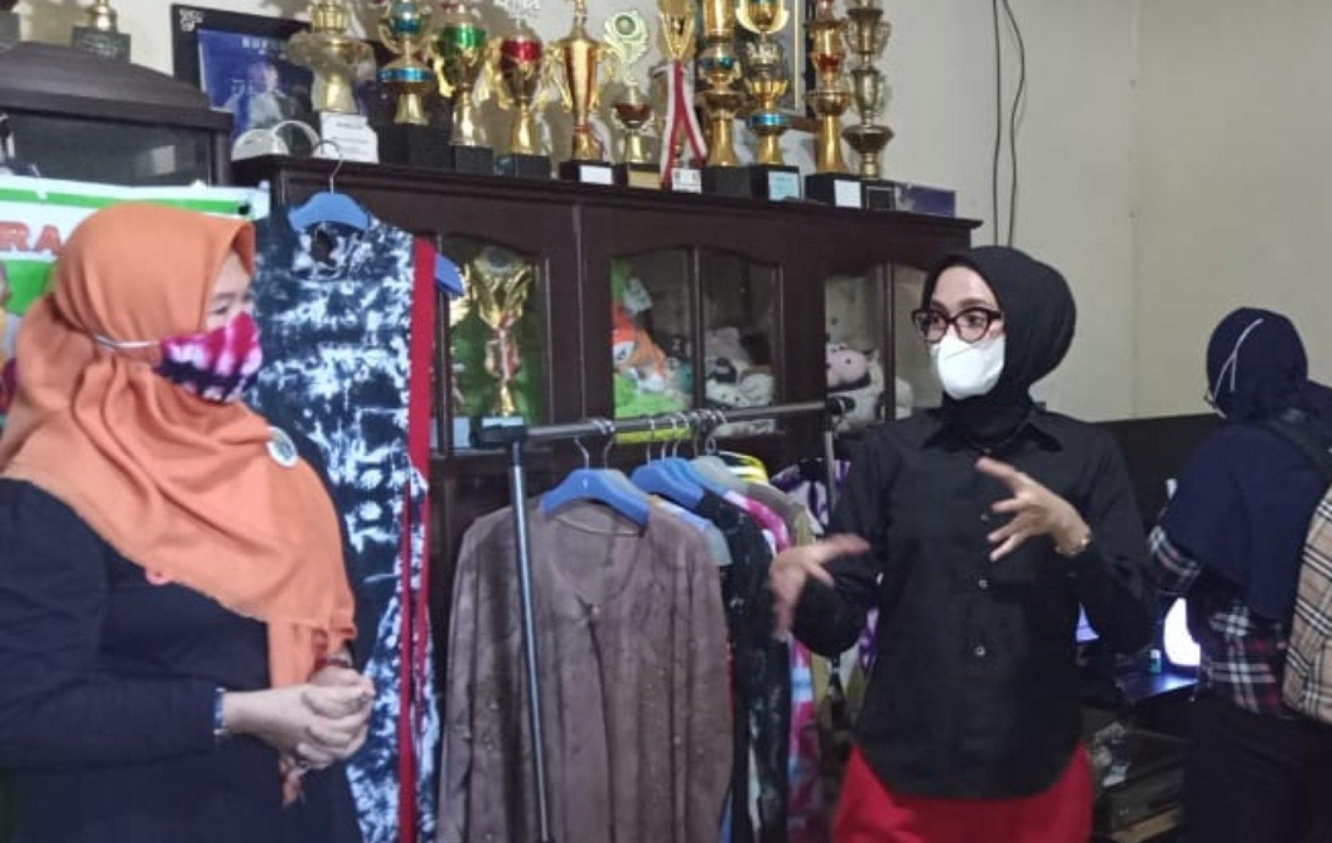 Dukung Pengembangan Usaha Lokal, Ketua Dekranasda Kalteng Kunjungi Sentra UMKM di Kota Sampit