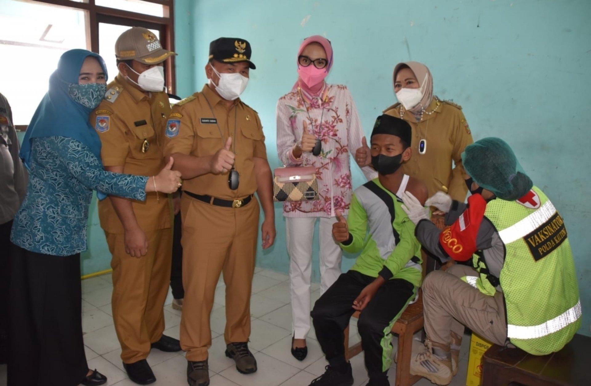 Gubernur Sugianto Sabran Tinjau Vaksinasi Bagi Pelajar di Kotawaringin Barat